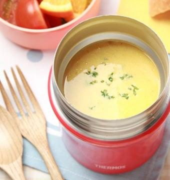 サーモススープジャーにたっぷりスープが入っている画像