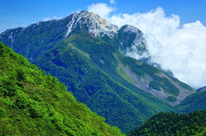 雲がかかった甲斐駒ヶ岳