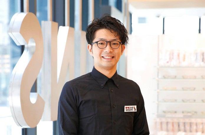 JINSの店員の画像
