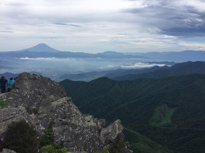 乾徳山頂上からの眺望