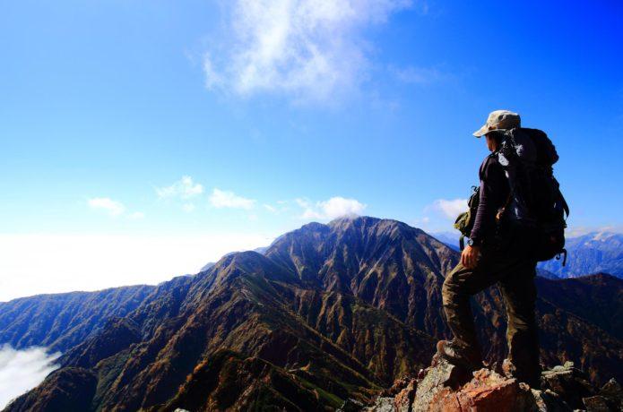 五竜岳を目指す登山者