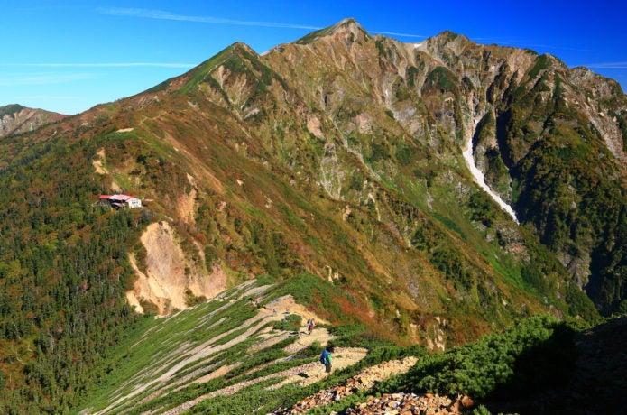 爺ヶ岳の下りから鹿島槍ヶ岳と冷池山荘