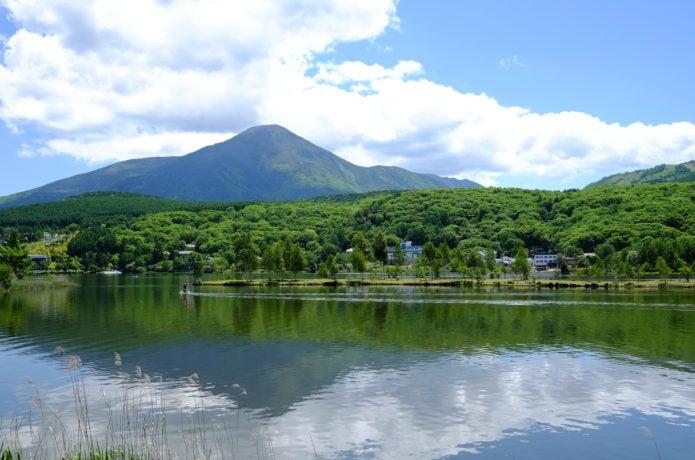 白樺湖と蓼科山の画像
