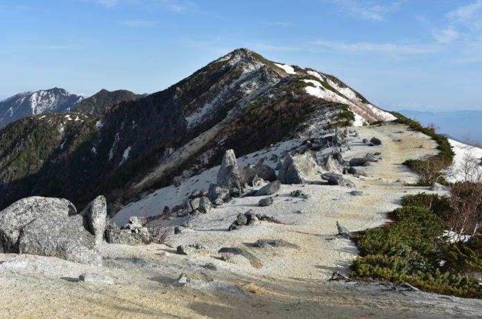 鳳凰山の岩肌