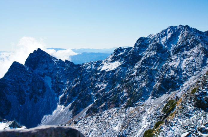 奥穂高岳からの吊尾根の画像