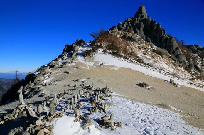 観音岳のオベリスク