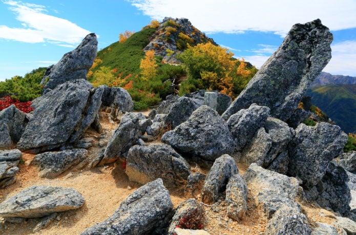 観音岳山頂付近のゴツゴツした岩場