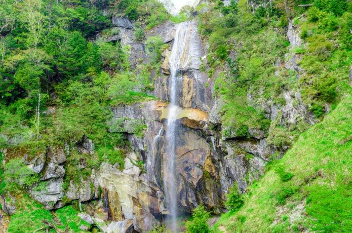 青木鉱泉コースで見られる五色滝の画像