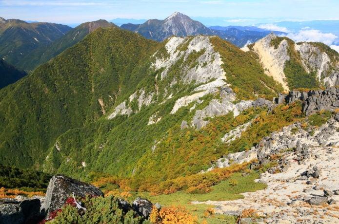 観音岳から見る地蔵岳と甲斐駒ケ岳の画像