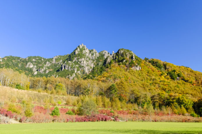 秋の紅葉した瑞牆山の画像