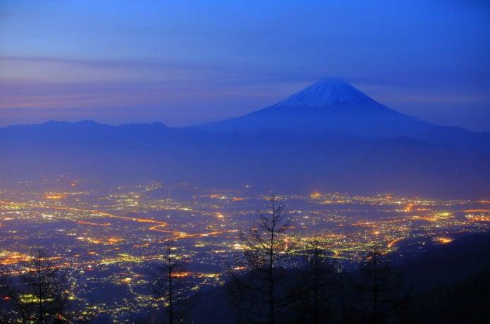 富士山と甲府盆地の夜景の画像