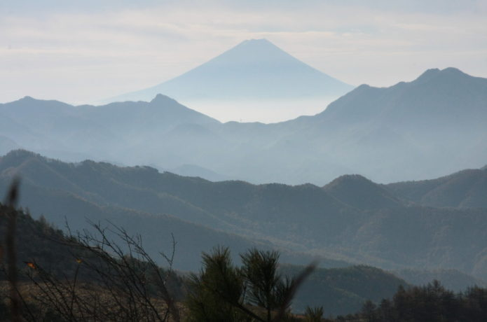 飯盛山から見える八ヶ岳と富士山
