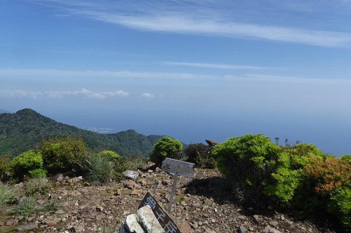 愛子岳山頂からの宮之浦港の眺め