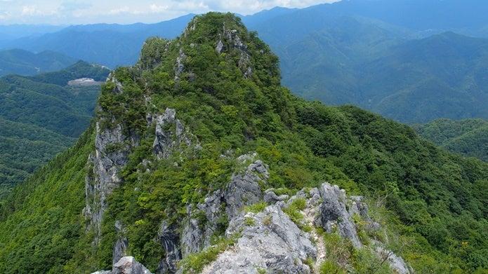 西岳山頂から見た稜線ルート