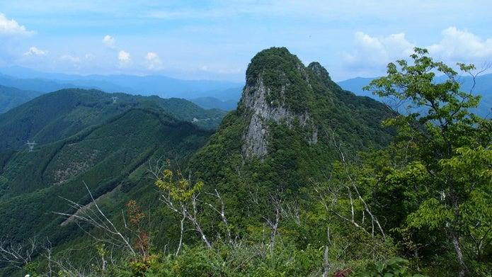 二子山東岳山頂から見た西岳