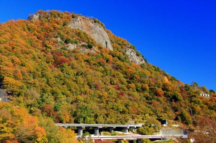 中央線大月駅から行ける岩殿山の紅葉