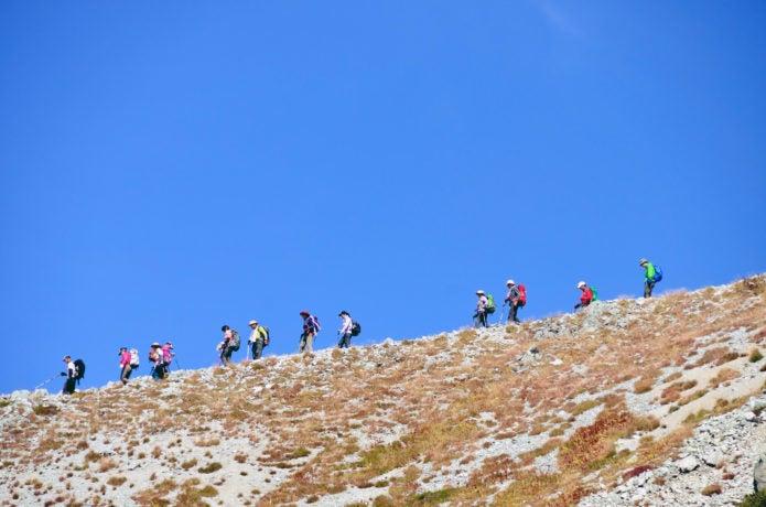別山尾根を歩く登山者