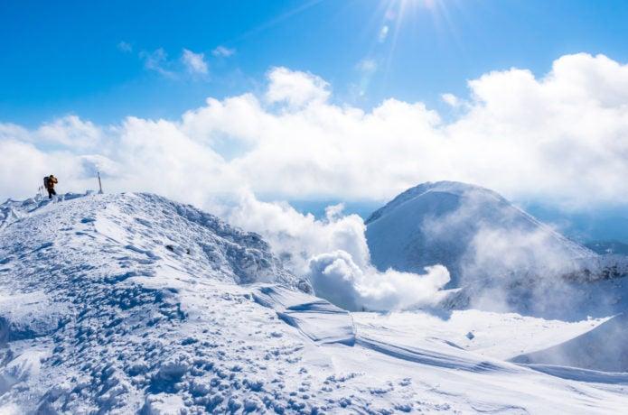 冬の雌阿寒岳
