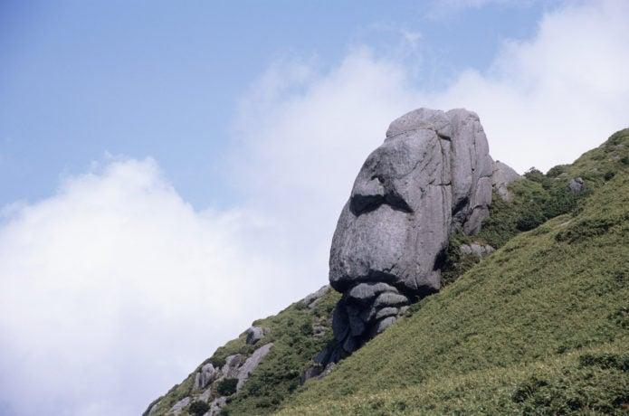 栗生岳のモアイ