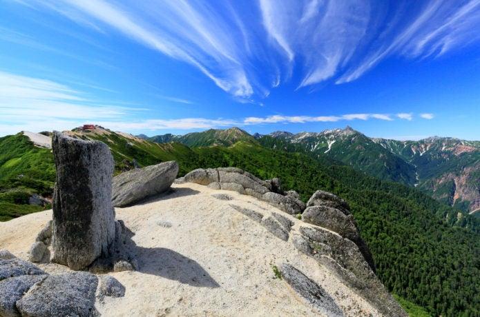 北アルプス・燕岳の登りから表銀座縦走路と槍ヶ岳