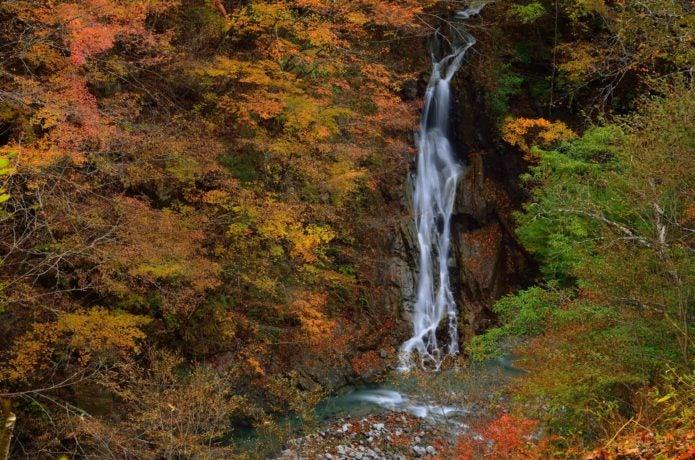 中央線の山梨市駅から行ける西沢渓谷の紅葉