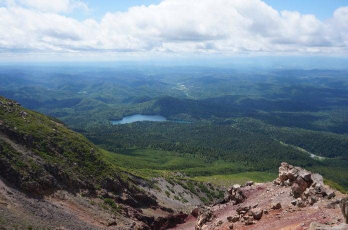 雌阿寒岳山頂付近からの景色