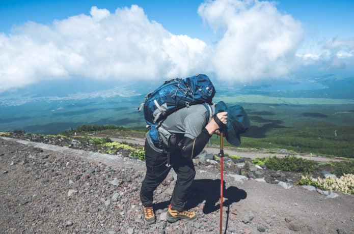 しんどそうな登山者