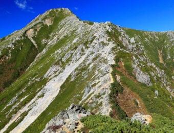 蝶ヶ岳からの縦走路で見る常念岳