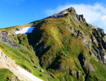 杓子岳から見る白馬岳