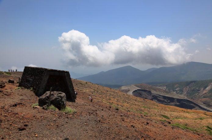 熊野岳山頂近くの避難小屋