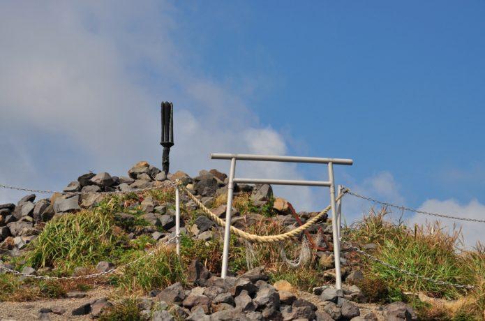 高千穂峰山頂の「天の逆鉾」