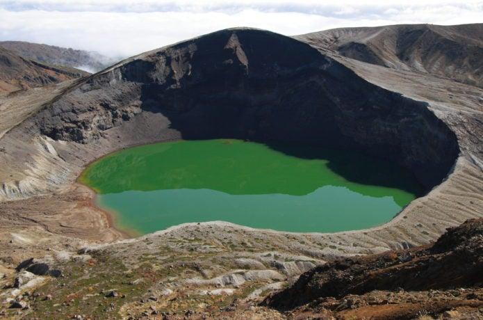 蔵王山エメラルドグリーンの御釜