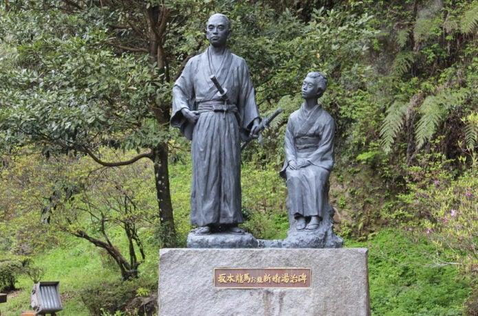 龍馬ハネムーンロードの像