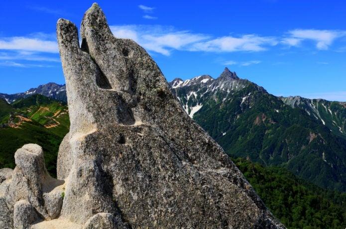 燕山荘近くのイルカ岩