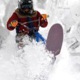スノースクートをする人