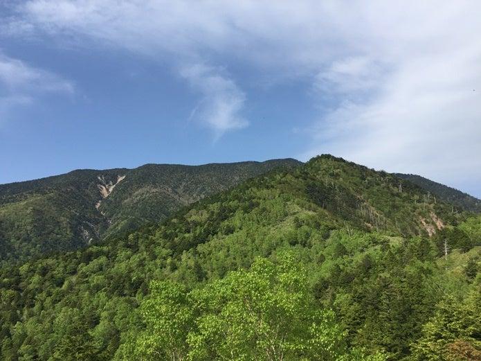 前方に見える恵那山