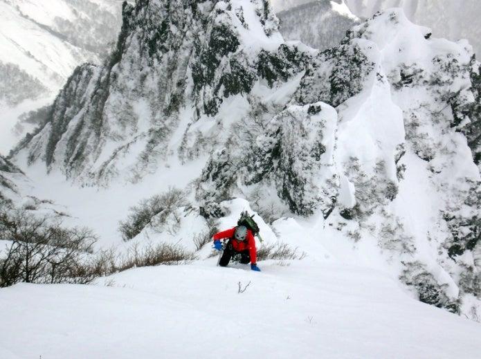 ファイントラックのレインウェアを着用して雪山登山