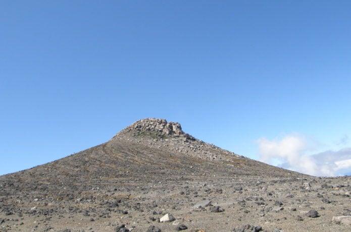 十勝岳夏の山頂の様子