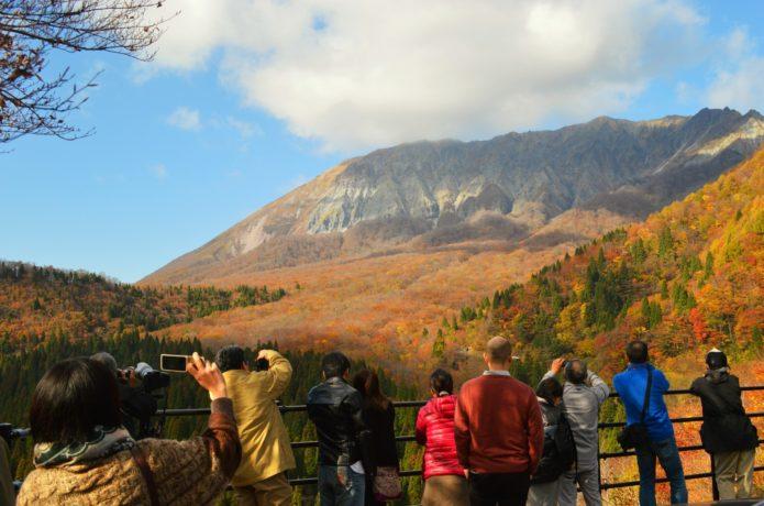 大山鍵掛峠から見る紅葉
