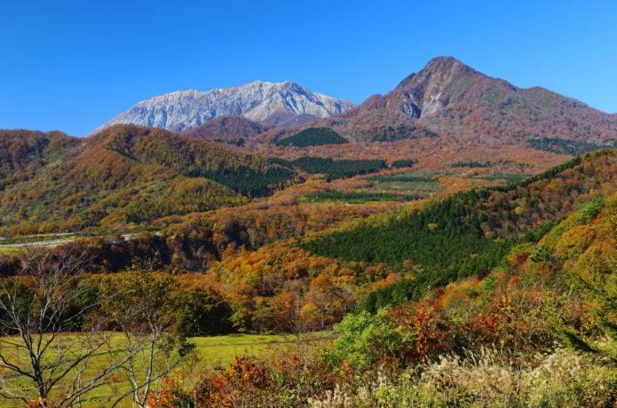 鬼女台から見る大山と紅葉