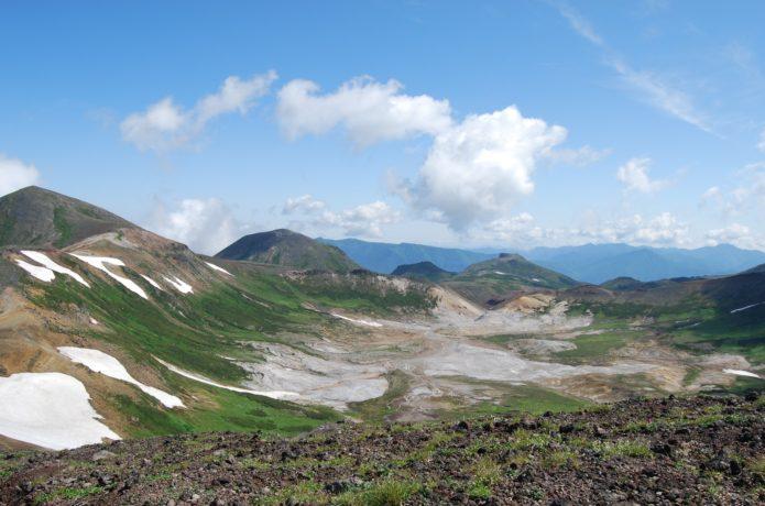 大雪山・間宮岳からお鉢平、北鎮岳、凌雲岳、桂月岳、黒岳を望む