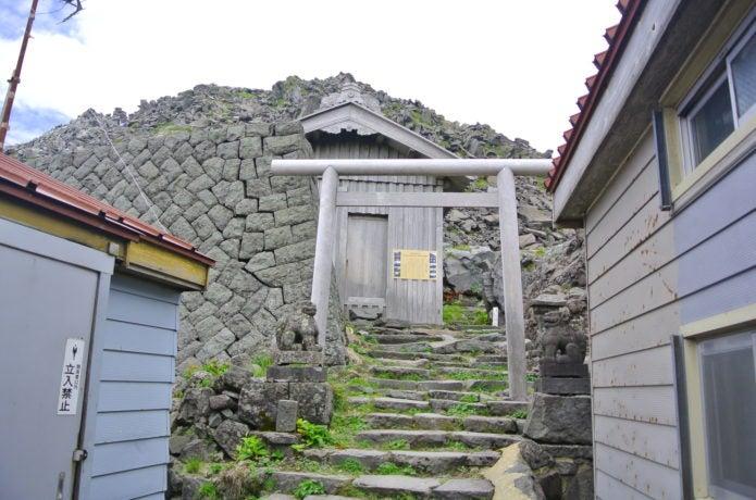 山頂付近の大物忌神社