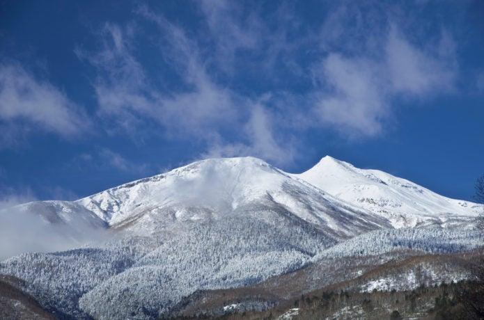 雪を被った乗鞍岳の姿