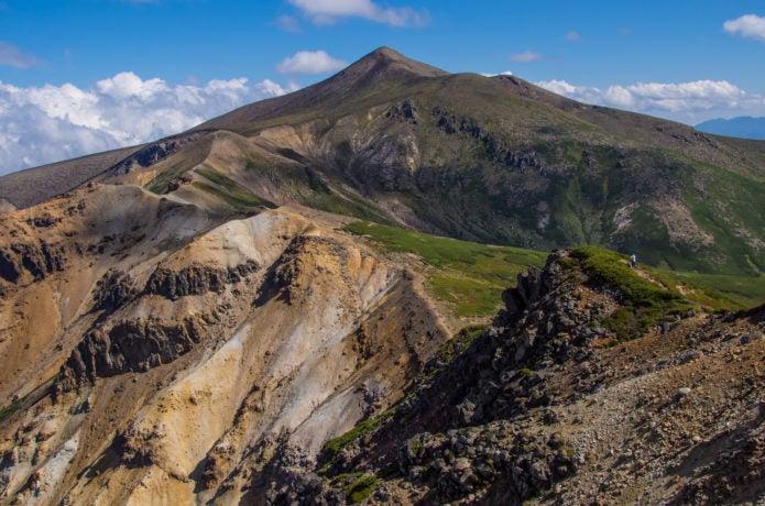上ホロカメットク山から十勝岳への稜線