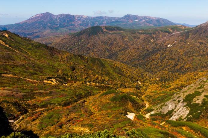 化雲岳から眺める旭岳と白雲岳