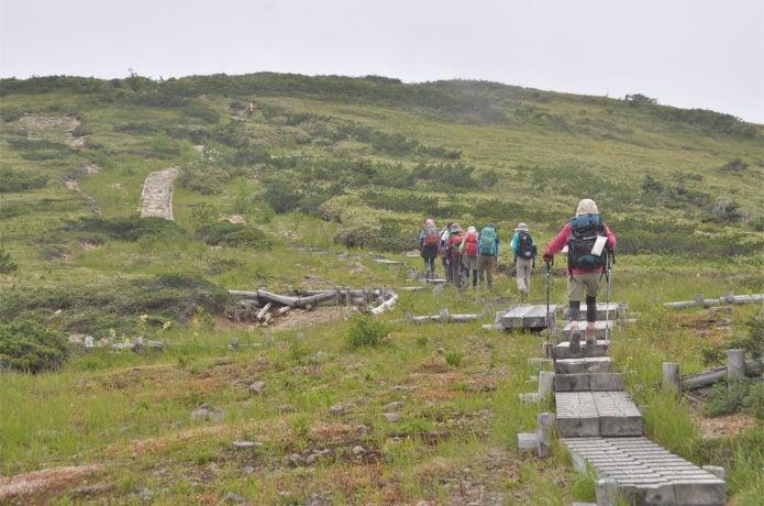 みんなで頂上を目指す登山講習会