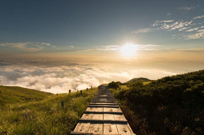 大山の登山道から見る夕日