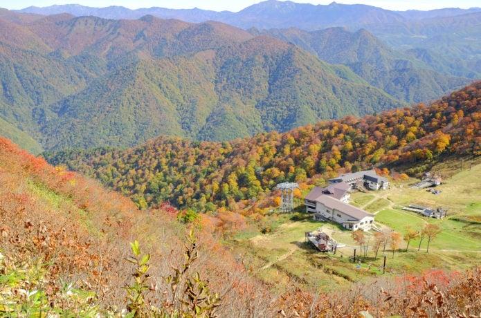 天神平の谷川岳ロープウェイ乗り場 秋