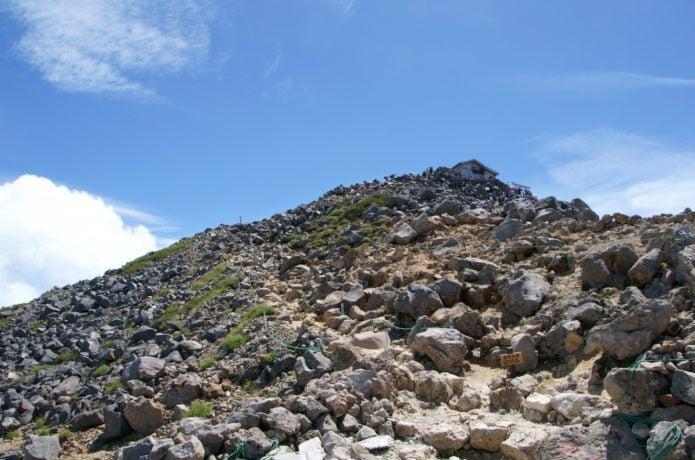 浮石がある登山道