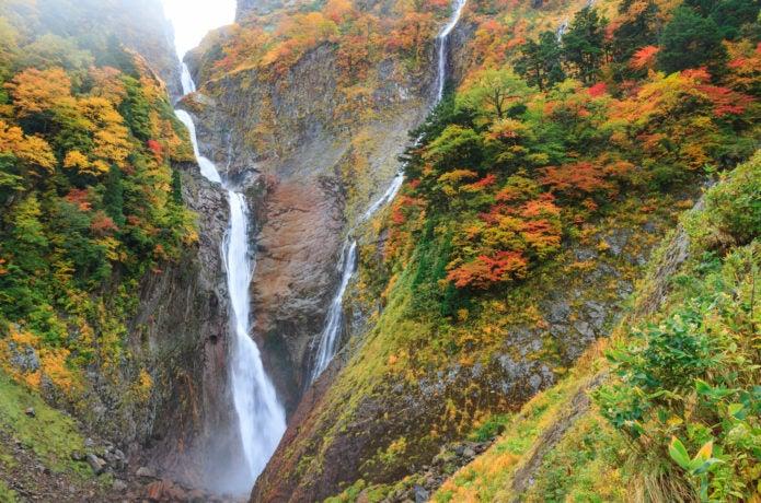 増水時の称名滝